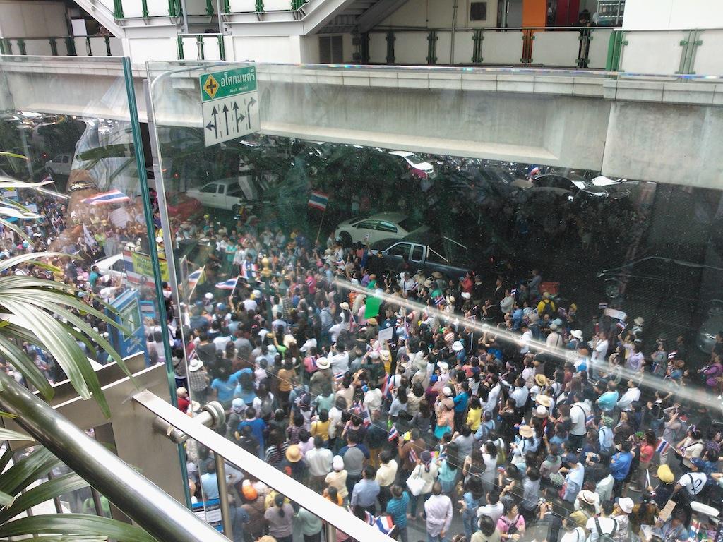 バンコク デモ祭り