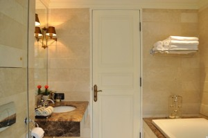 Master bathroom(1)